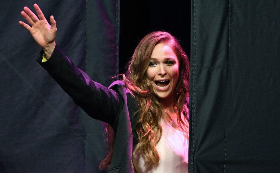 Ronda Rousey waving as leaving the stage