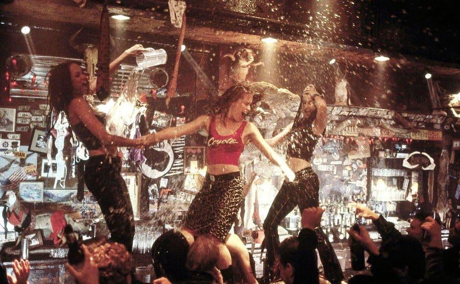 Tyra Banks, Piper Perabo, and Bridge Moynahan dancing on the bar