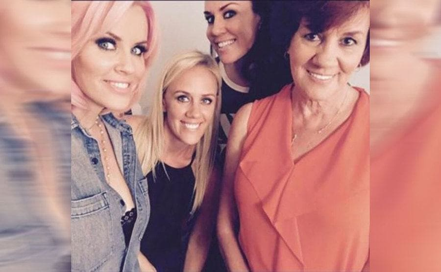 Jenny McCarthy with her mother and sister