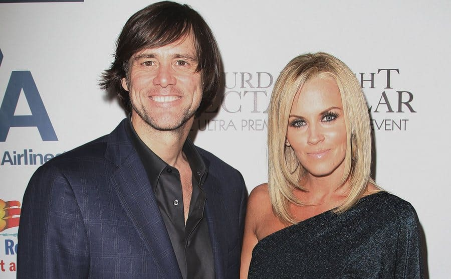 Jim Carrey and Jenny McCarthy posing together on the red carpet