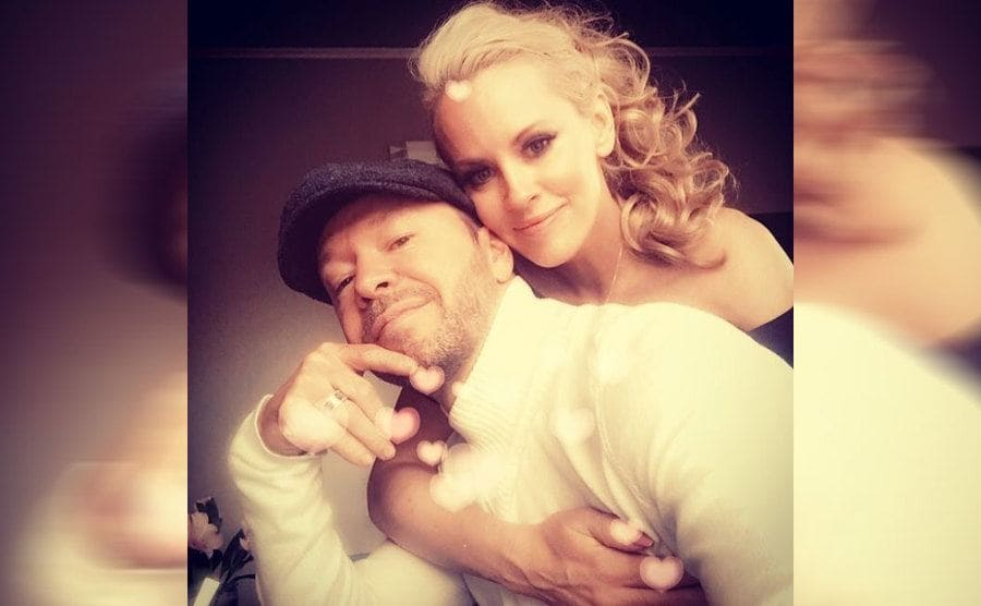 Jenny McCarthy and Donnie Wahlberg posing together