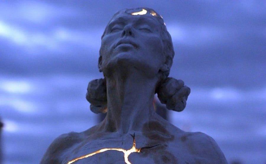 "Escultura de la artista Paige Bradley titulada ""Expansion"""