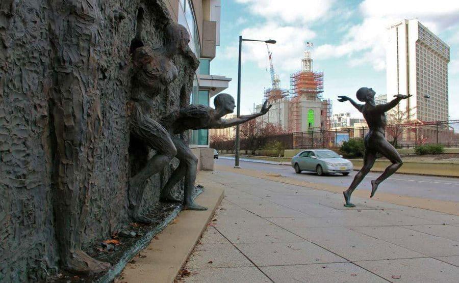 """""""Freedom"""", escultura que evoca libertad, diseñada por Zenos Frudakis."""