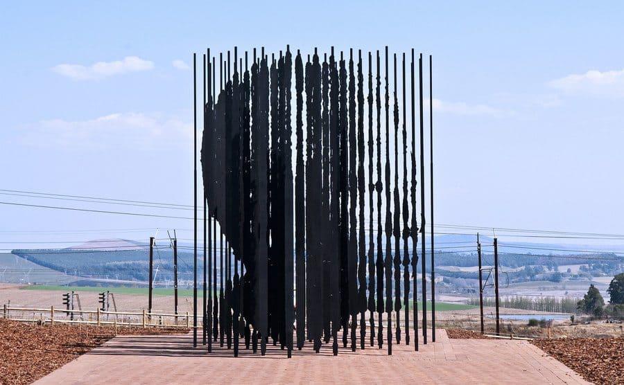 Monumento a Nelson Mandela por Marco Cianfanelli