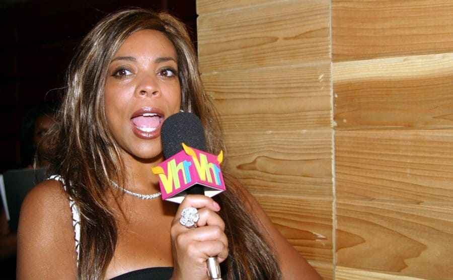 Wendy Williams speaking into a VH1 microphone at an event