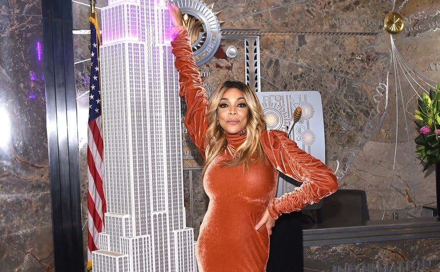 Wendy Williams posing next to a large model of the Empire State Building