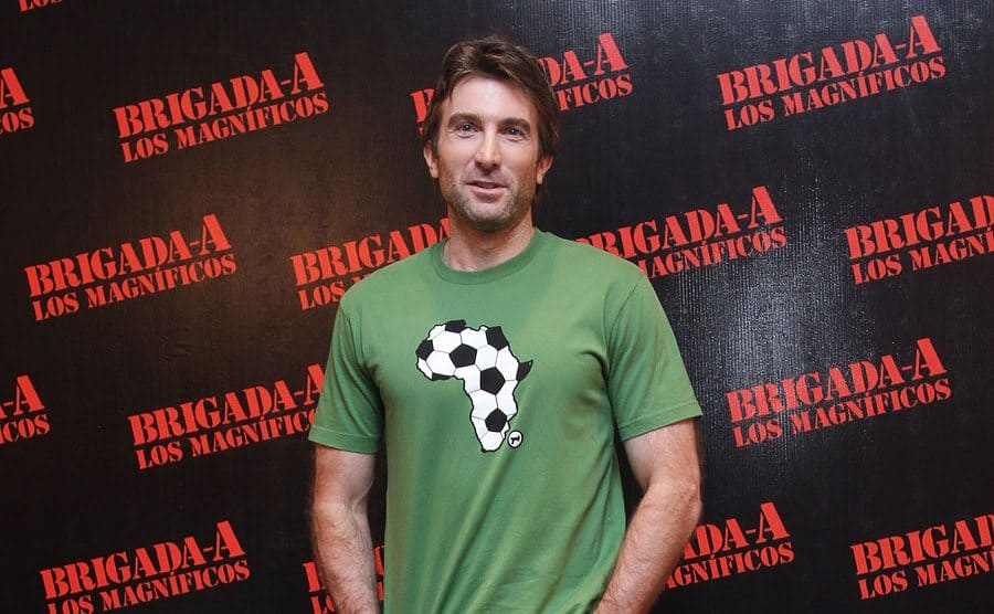 Sharlto Copley standing on the red carpet