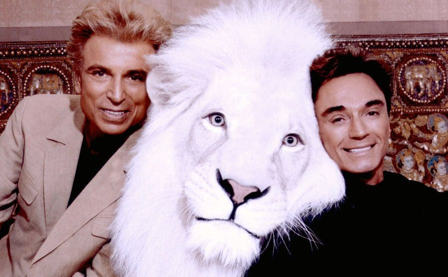 Siegfried and Roy pose with Pride, a white lion.