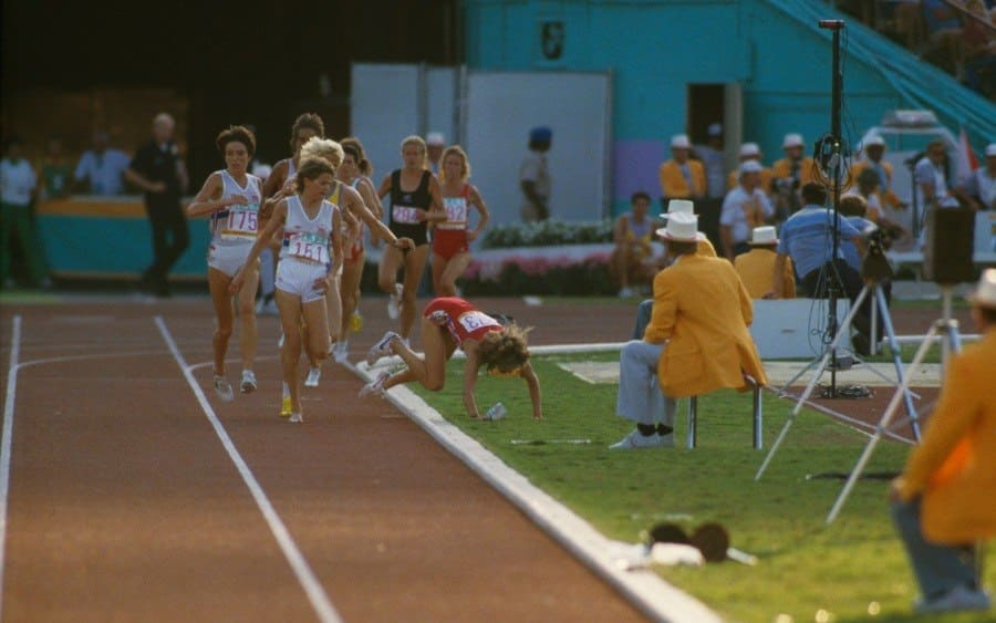 South African runner Zola Budd (front, C) watches her chief competitor, American Mary Decker