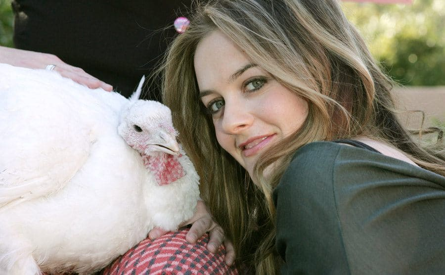 Alicia Silverstone with Tom the turkey during PETA'S 2006 Vegan Thanksgiving Roast.