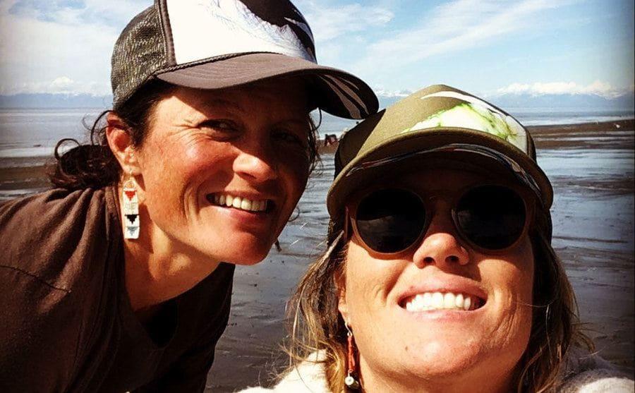 Misty takes a selfie with a fishing friend on a Hawaiian beach.