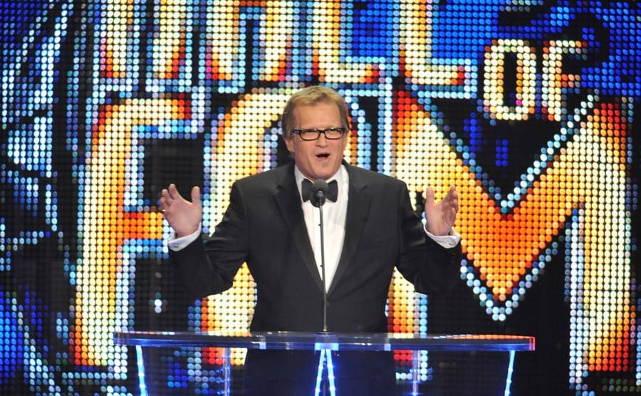 Drew Carey is presenting the 2011 WWE Hall Of Fame Induction Ceremony.