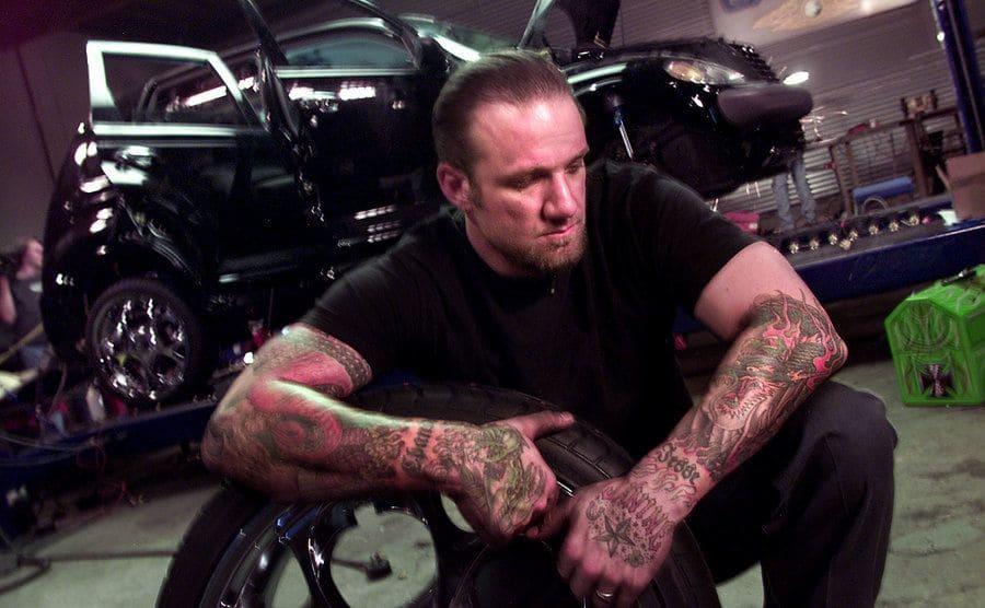 Jesse James in the set of Monster Garage.