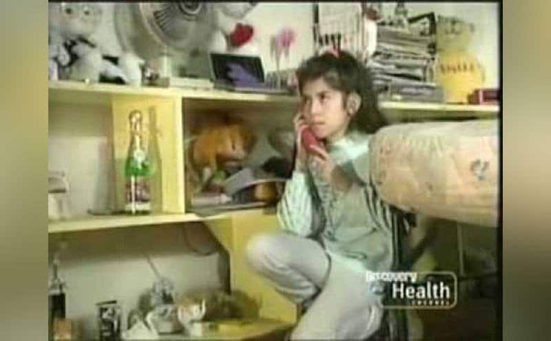 A young girl calls 911.
